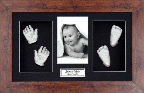 Anika-Baby Kit de moulage de pieds et de mains de bébé avec cadre effet acajou foncé à passe-partout et peinture métallique Noir/argenté Taille L 37 x 22 cm