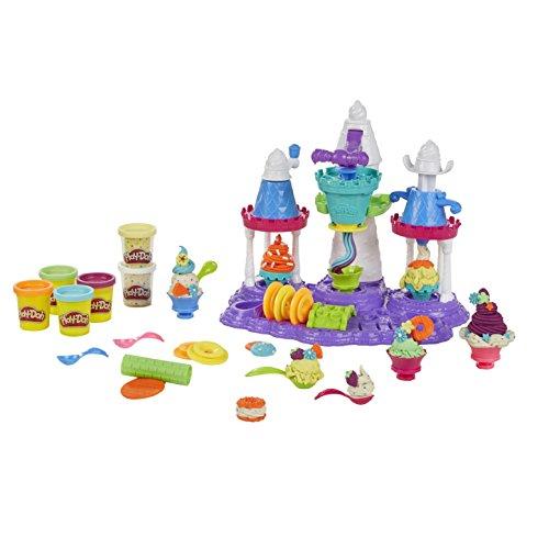 Crear remolinos de Play-Doh en el mágico Castillo de Helado Los discos de helado intercambiables alteran la forma y el estilo de los remolinos. El mango de fácil presión ayuda a exprimir el helado de creer. Decora creaciones con chorros tontos y crem...