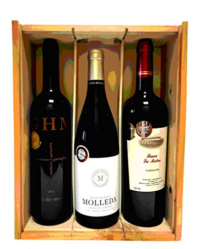 Caja de madera con 3 botellas de vino de crianza de las marcas HACIENDA MOLLEDA, FINCA LA MATEA Y GRAN HACIENDA MOLLEDA