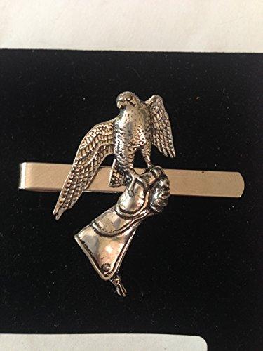 B23Falcon auf der Handschuh English Pewter Emblem auf einem Krawattenklammer (Slide) handgefertigt in Sheffield kommt mit prideindetails Geschenkbox