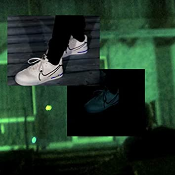 Weiße Nikes