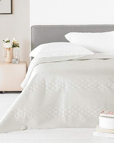 E&A Distribution Limited Zara Satin Tagesdecke für Doppelbett, 240 x 260 cm Natur