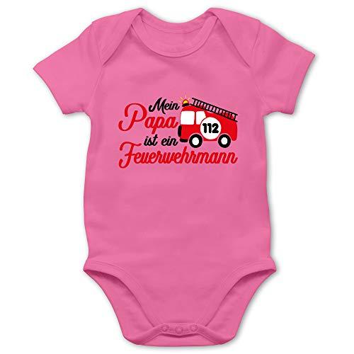 Shirtracer Feuerwehr Baby - Mein Papa ist EIN Feuerwehrmann - 1/3 Monate - Pink - Papa feuerwehrmann Strampler - BZ10 - Baby Body Kurzarm für Jungen und Mädchen