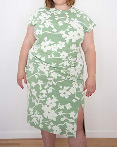 The Drop Robe pour Femme, Longueur Midi, Plissée sur le Devant, Vert Fumé avec Imprimé Floral Blanc, par @itsmekellieb