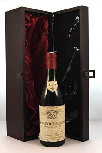 Chambolle Musigny 1963 Louis Jadot (1/2 Bottle) en una caja de regalo...