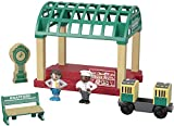Thomas & Friends Wood toy pack includes train station, 2poseable figures, passenger coach, bench, accessory play piece and 2 track adaptors Included track adaptors are compatible with other wood track systems, including classic Thomas & Friends Woode...
