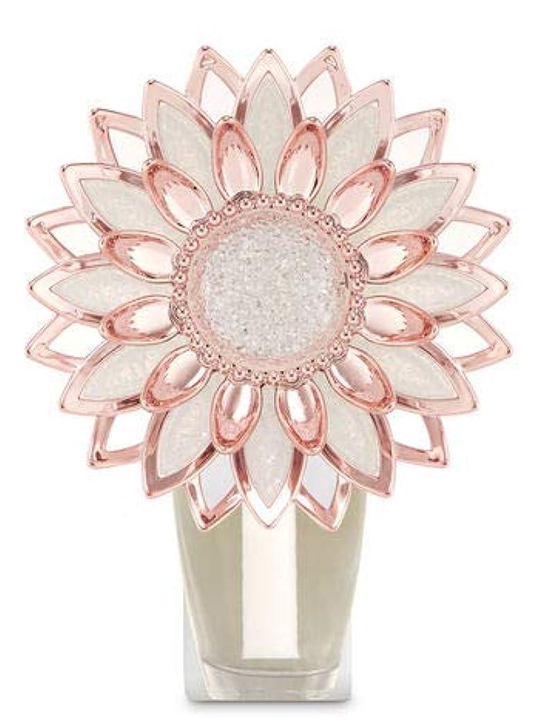 ファンブル報奨金悪因子【Bath&Body Works/バス&ボディワークス】 ルームフレグランス プラグインスターター (本体のみ) ローズゴールドフラワー ナイトライト Wallflowers Fragrance Plug Rose Gold Flower Night Light [並行輸入品]