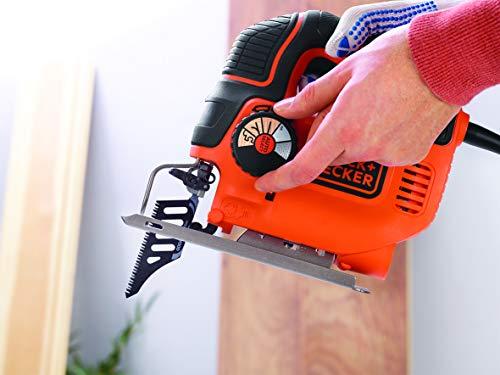 BLACK+DECKER KS901SEK-QS Scie sauteuse pendulaire filaire - Bois : 90 mm - Acier : 8 mm - 3000 crs/min - 1 lame guide et 1 lame bois - Livrée en coffret 620W, 18V, Orange,