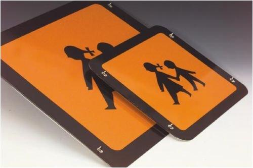 3706. Schoolbusbord, zelfklevend van reflecterende 3M-kwaliteitsfolie folie zelfklevend, retroreflecterend [3M] grootte 40,00 cm x 40,00 cm