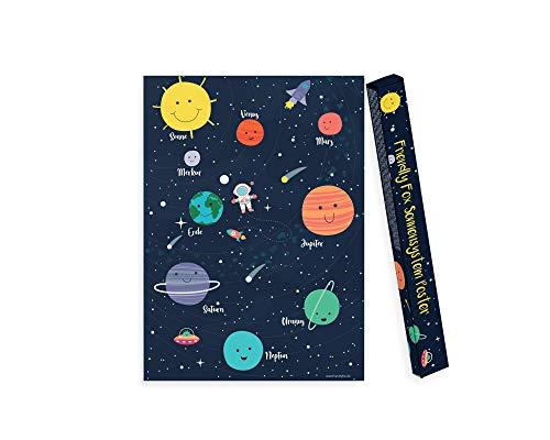 Friendly Fox Sonnensystem Poster Kinderzimmer - Weltraum Poster für Kinder - Weltall Poster unserer Planeten, Sonne, Mond & Sterne - Solar System mit Geschenkbox