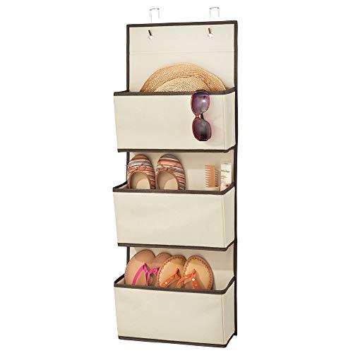 mDesign Colgador de ropa sin taladro – Organizadores de armarios con 3 bolsillos – Percheros para puerta multiusos para el cuarto de los niños o el dormitorio – beige y marrón oscuro