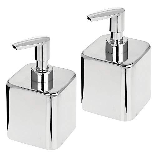 mDesign 2er-Set niedriger Seifenspender für Bad oder Küche – wiederbefüllbarer Pumpseifenspender aus Metall und Kunststoff – stilvolles Badzubehör für Seife, Lotion oder Duftöle – silberfarben