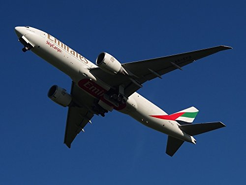 Home Comforts LAMINATED POSTER vliegtuig Emirates Vliegtuigen Boeing 777 Vliegtuig Poster Print 61 x 91.5