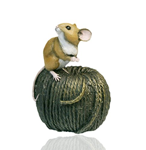 Kaltgussbronze-Maus auf Knäuel – handbemalt – Michael Simpson
