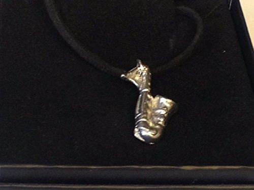 Saxofoon 1.7cm X 2.5cm TG284 Gemaakt van Engels Tinnen op 18