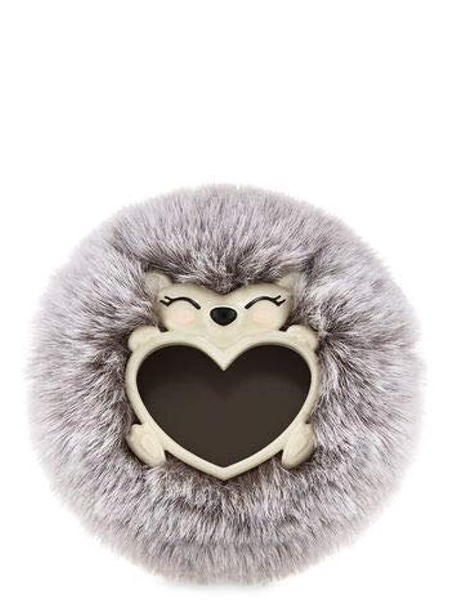 落ち着いた順応性ルビー【Bath&Body Works/バス&ボディワークス】 クリップ式芳香剤 セントポータブル ホルダー (本体ケースのみ) フラッフィーヘッジホッグ ハリネズミ Scentportable Holder Fluffy Hedgehog [並行輸入品]