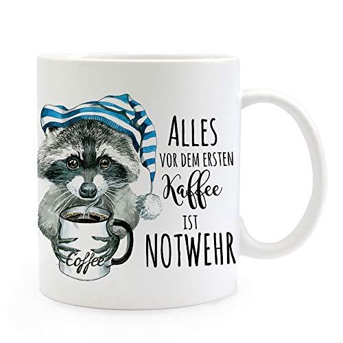 ilka parey wandtattoo-welt Tasse Becher Waschbär mit Kaffeetasse Schlafmütze & Spruch Alles vor dem ersten Kaffee ist Notwehr Kaffeebecher Geschenk ts1112