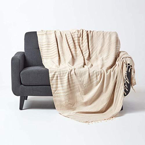 Homescapes Chenille-Tagesdecke, beige, Wohndecke 220 x 240 cm, Sofaüberwurf/Plaid aus 100% Baumwolle mit Fransen, Hellbraun gestreift