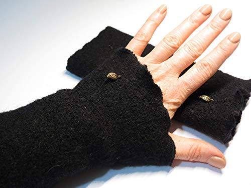Armstulpen/Pulswärmer: Walkloden (Walkwolle, Kochwolle) in Schwarz; Charm (winzige Blätterchen)