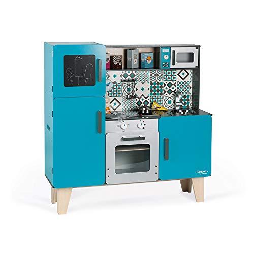 Janod - Cocina de Madera Maxi Lagoon - Cocina para niños equipada con nevera y horno microondas - Imitación y Despertar - 15 accesorios incluidos - A partir de 3 años (J06555)