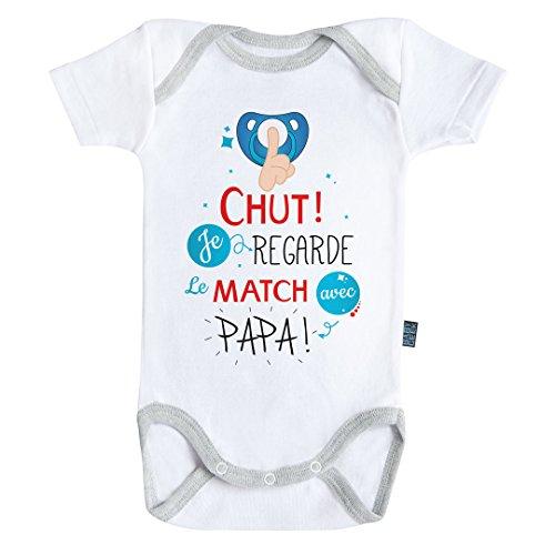 Baby Geek Chut Je Regarde Le Match avec Papa V2 - Body Bébé Manches Courtes - Coton - Blanc - Coutures Grises (6-12 Mois)