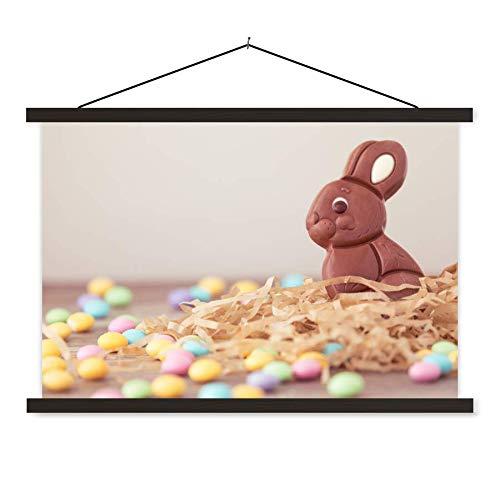 Schoolplaat Pasen - Konijn van chocolade met kleine eitjes tijdens Pasen schoolplaat platte latten zwart 120x80 cm - Foto print op textielposter (wanddecoratie woonkamer/slaapkamer)