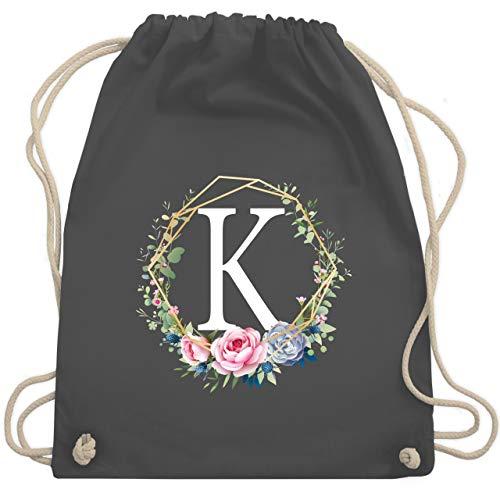 Shirtracer Anfangsbuchstaben - Blumenkranz mit Buchstabe K - Unisize - Dunkelgrau - k turnbeutel - WM110 - Turnbeutel und Stoffbeutel aus Baumwolle