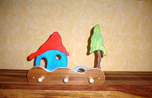 bunte Kindergarderobe Haus, Brücke und Baum