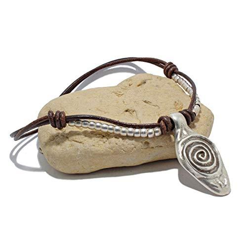 Hecho a mano, collar de cuero y abalorios de zamak, realizado por Intendenciajewels - Collar de zamak - Joyeria de cuero - Collar boho - Collar artesanal