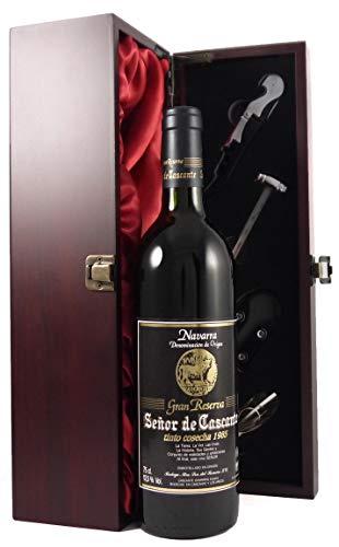 Senor de Cascante Gran Reserva Tinto Cosecha 1985 in einer mit Seide ausgestatetten Geschenkbox. Da zu vier Wein Zubehör, Korkenzieher, Giesser, Kapselabschneider,Weinthermometer, 1 x 750ml
