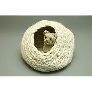 Flauschiges Katzennest in Wollweiß aus Schafwolle