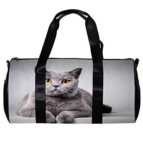 Bolsa de deporte redonda con correa de hombro desmontable para gatos británicos de pelo corto acostado en mesa blanca bolso de entrenamiento para mujeres y hombres