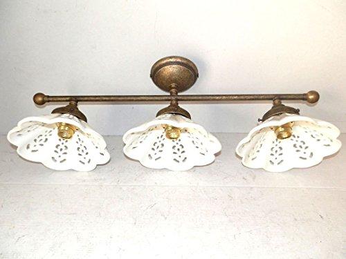 Plafoniera in linea in ottone brunito con ceramiche traforate a tre luci