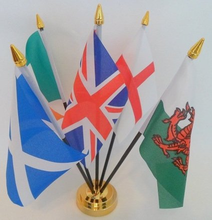 Flag Co Union Jack Royaume-Uni Angleterre Écosse Irlande Pays de Galles 5 Drapeau Centre Table Bureau Affichage avec Base dorée