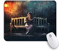 PATINISAマウスパッド 暴風雨傘かすんでいるランプモダンアートで本を読んでいる女性の雨の少女のベンチ ゲーミング オフィ良い 滑り止めゴム底 ゲーミングなど適用 マウス 用ノートブックコンピュータマウスマット