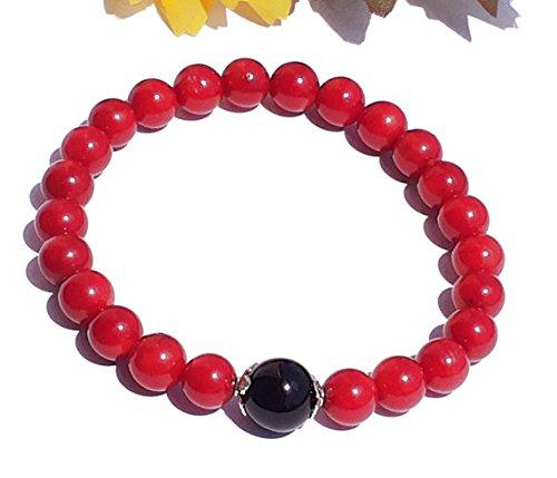 Coral rojo natural con espinela negra Forma redonda de 8 mm Pulsera elástica de 7 pulgadas con cuentas lisas para hombre / mujer con cuentas de metal plateado.