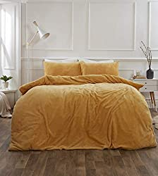"""Luxury plush teddy fleece super soft quilt duvet cover with pillow case thermal warm bedding set from the Brentfords range Colour: Ochre, with a hint of mustard yellow Double size: quilt duvet cover - 198 x 198cm (78"""" x 78""""), pillowcases - 48 x 74cm ..."""