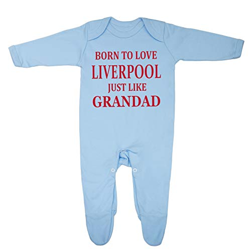"""Pijama de bebé con texto """"Born to Love Liverpool Just Like Grandad"""", diseñado e impreso en el Reino Unido con 100% algodón peinado fino."""