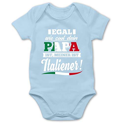 Shirtracer Sprüche Baby - Egal wie Cool Dein Papa meiner ist Italiener - 1/3 Monate - Babyblau - Strampler Italien - BZ10 - Baby Body Kurzarm für Jungen und Mädchen
