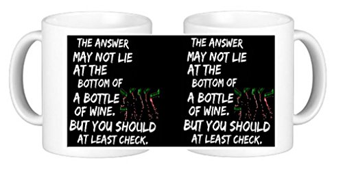 Taza de café de cerámica con texto en inglés «The Answer May Not Lie At The Bottom Of A Bottle Of Wine Novelty con posavasos exclusivos de Personalisedjust4u