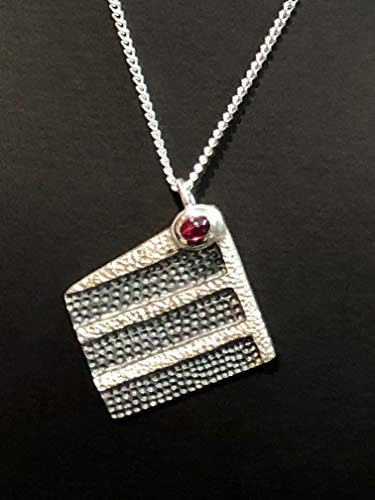 Halskette mit Schwarzwälder Kirschtorte Anhänger Silber mit Stein Dirndl Trachten Oktoberfest handgefertigt Schwarzwald Halskette
