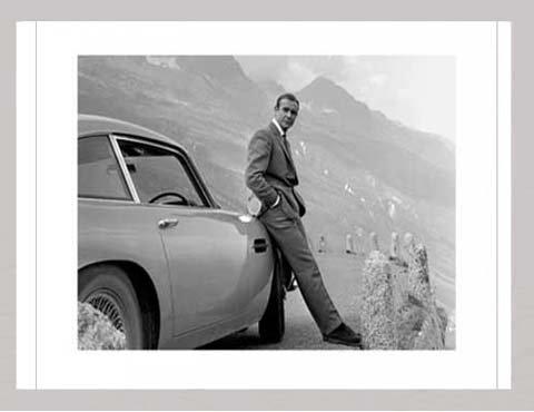 James Bond - Aston Martin - Kunstdruck Artprint Filmposter Kino Movie James Bond - Grösse 80x60 cm + Wechselrahmen, Shinsuke® MDF Silber, Acryl-Scheibe