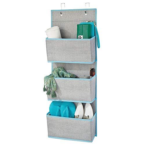 mDesign Colgador de ropa sin taladro – Organizadores de armarios con 3 bolsillos – Percheros para puerta multiusos para el cuarto de los niños o el dormitorio – gris y azul verdoso