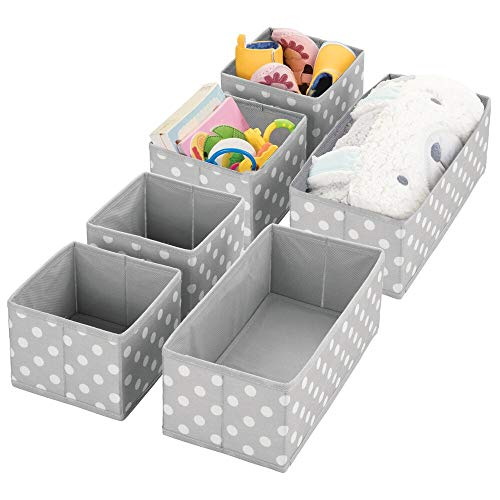 mDesign Juego de 6 Cajas para Guardar Ropa – Organizador de Armario en 2 tamaños para el Dormitorio Infantil – Cajas organizadoras de Fibra sintética con diseño Atractivo – Gris y Blanco
