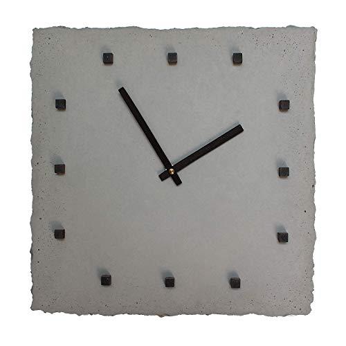 Wanduhr Beton mit schwarzen Ziffern-Punkten | punktclock von Betonidee | Große Uhr mit Holzzeigern + lautlosem Uhrwerk - nicht-tickend ! | 31 x 31 cm