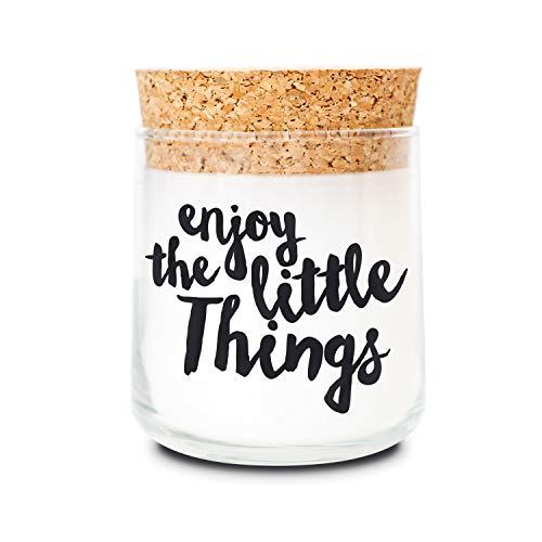 FEEL GOOD CANDLE - Duftkerze im Glas - Kerze mit Motiv als Geschenk für Frauen und zur Dekoration (Enjoy The Little Things, Sandelholz)