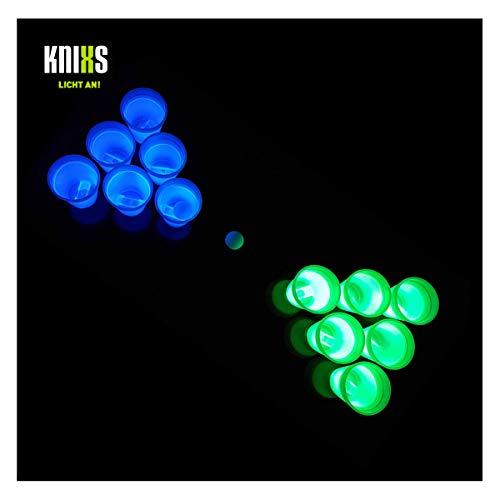 KNIXS 14-teiliges Beer Pong Set mit Zwei Ping Pong Bällen und zwölf Knicklicht-Bechern in Grün und Blau Leuchtend - tolles Party-Gadget für Geburtstage, Junggesellenabschiede und Silvester