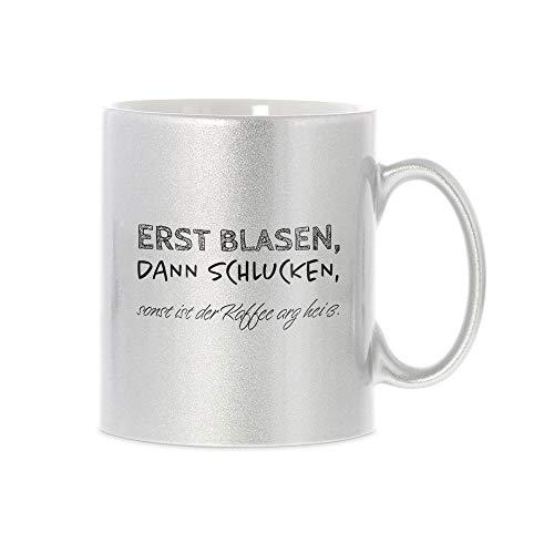 stempel-fabrik Glitzertasse Silber mit Aufdruck - Erst blasen, dann schlucken, sonst ist der Kaffee arg heiß - Kaffeetasse mit Spruch - Bedruckte Tasse - Geschenkideen - Büro - Beidseitig Bedruckt