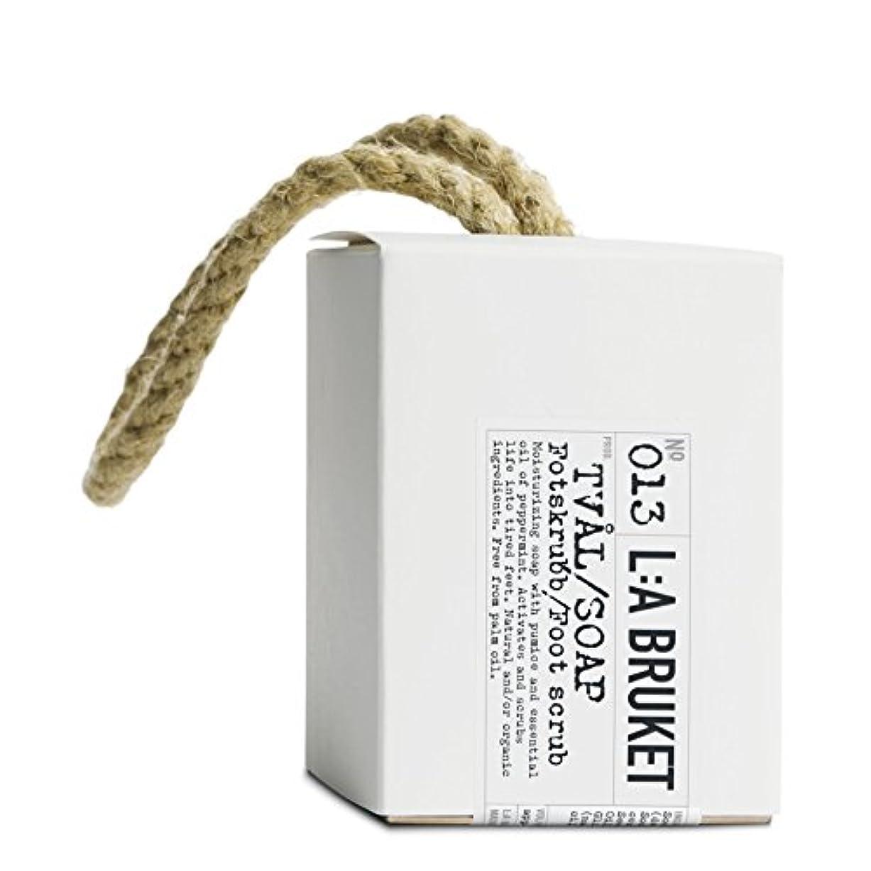 どこにでも振動する出血L:A Bruket Foot Scrub Soap on a Roap 240g - :の240グラムのフットスクラブ石鹸 [並行輸入品]