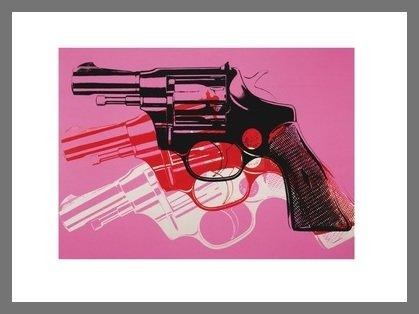 Germanposters Andy Warhol Guns 1981-82 Black White red on pink Poster Kunstdruck Bild im Alu Rahmen in Champagne 34x42cm